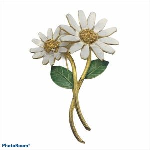 BSK costume jewelry gold tone white daisy brooch